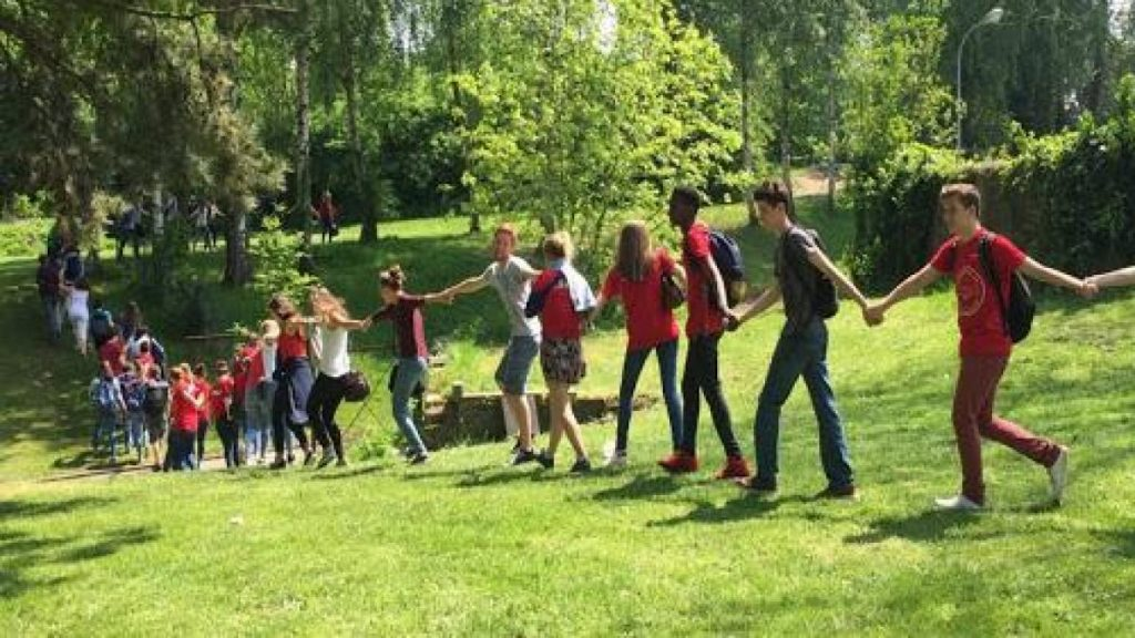 Tomorrow the Earth: a secondary school part of the ecological and social transition